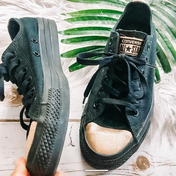 Converse chuck Taylor black with gold tips